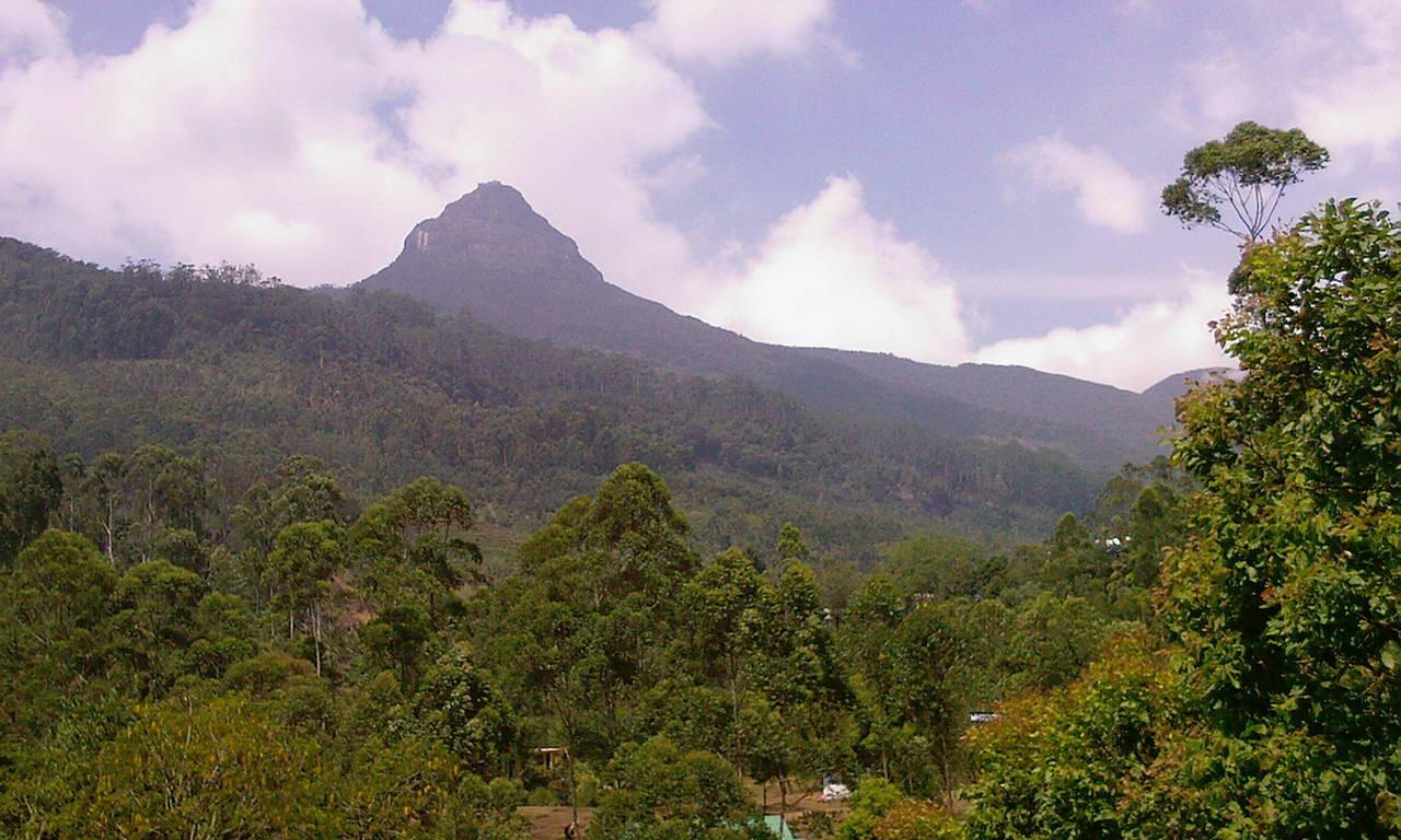 Aussicht auf den Adam's Peak bei Tag