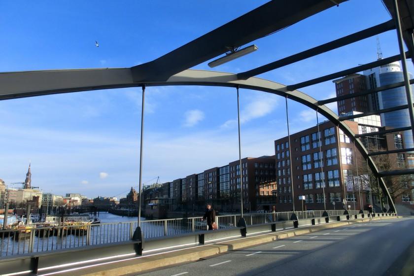 Auf dem Weg zum Fleetschlösschen: Speicherstadt in Hamburg
