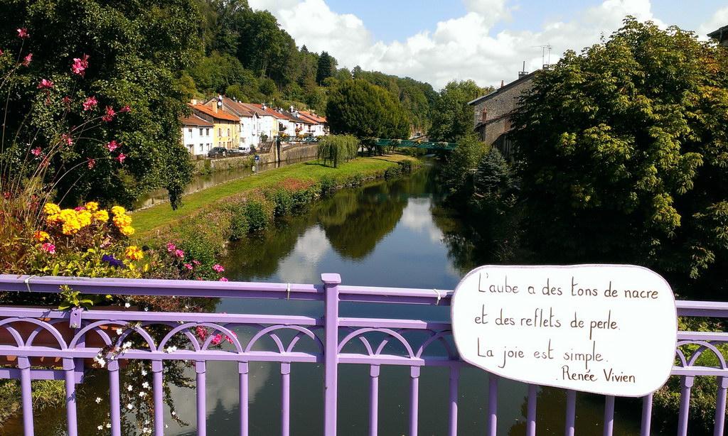 Aussicht von einer Brücke in Frankreich
