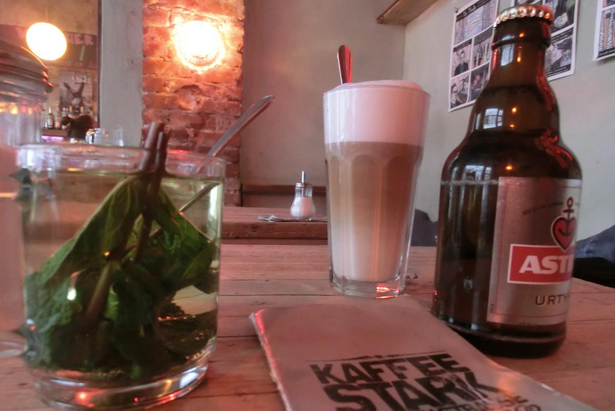 Astra aus Hamburg im Kaffee Stark