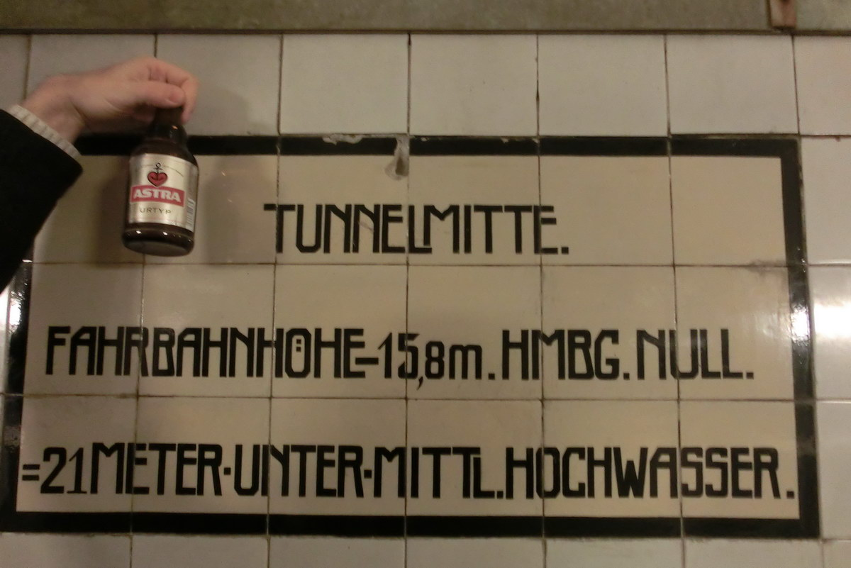 Astra aus Hamburg im Elbtunnel